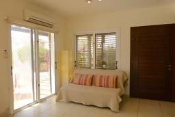 Гостиная. Кипр, Сиренс Бич - Айя Текла : Потрясающая вилла с видом на море, с 3-мя спальнями, с бассейном, тенистой террасой с патио и каменным барбекю, расположена в тихом живописном месте в Ayia Thekla