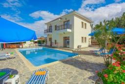 Вид на виллу/дом снаружи. Кипр, Аргака : Великолепная вилла с потрясающим видом на море, с 3-мя спальнями, с бассейном, беседкой и каменным барбекю, расположена в 300 метрах от пляжа Argaka Beach