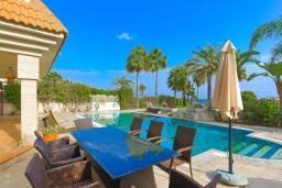 Терраса. Кипр, Каппарис : Шикарная вилла с панорамным видом на море, с 4-мя спальнями, с бассейном и джакузи, солнечной террасой с патио и традиционной кипрской печью, расположена в идиллическом месте рядом с пляжем Malama Beach