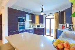 Кухня. Кипр, Каппарис : Шикарная вилла с панорамным видом на море, с 4-мя спальнями, с бассейном и джакузи, солнечной террасой с патио и традиционной кипрской печью, расположена в идиллическом месте рядом с пляжем Malama Beach