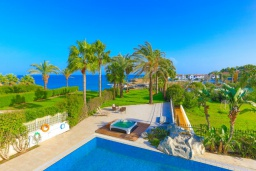 Территория. Кипр, Каппарис : Шикарная вилла с панорамным видом на море, с 4-мя спальнями, с бассейном и джакузи, солнечной террасой с патио и традиционной кипрской печью, расположена в идиллическом месте рядом с пляжем Malama Beach