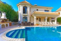 Вид на виллу/дом снаружи. Кипр, Каппарис : Шикарная вилла с панорамным видом на море, с 4-мя спальнями, с бассейном и джакузи, солнечной террасой с патио и традиционной кипрской печью, расположена в идиллическом месте рядом с пляжем Malama Beach