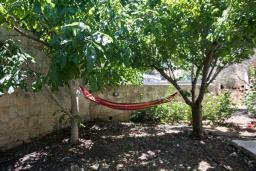 Территория. Кипр, Друсхия : Каменный дом с 3-мя спальнями, солнечной террасой с патио и барбекю, в окружении зелёного сада, расположен на окраине традиционной деревни Droushia