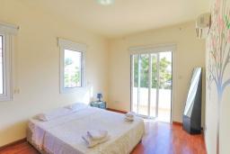 Спальня. Кипр, Каппарис : Очаровательная вилла с 3-мя спальнями, с бассейном, солнечной террасой с патио и барбекю, расположена в 300 метрах от пляжа Malama Beach