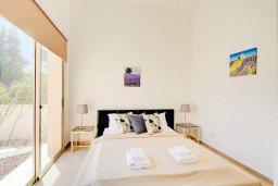 Спальня. Кипр, Лачи : Превосходная вилла с террасой на крыше с видом на Средиземное море, с 3-мя спальнями, с бассейном, беседкой с уличным баром и каменным барбекю, расположена в 200 метрах от пляжа Souli Beach