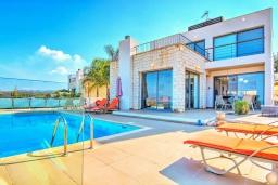 Вид на виллу/дом снаружи. Кипр, Нео Хорио : Впечатляющая вилла с большой террасой на крыше с захватывающим панорамным видом на море и горы, с 3-мя спальнями, с бассейном и джакузи, патио и каменным барбекю, расположена в идиллической деревне Neo Chorion