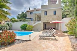 Вид на виллу/дом снаружи. Кипр, Лачи : Потрясающая вилла с панорамным видом на море, с 3-мя спальнями, с бассейном, солнечной террасой с патио и барбекю, расположена в тихом живописном районе в Latchi