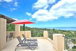 Терраса. Кипр, Лачи : Потрясающая вилла с панорамным видом на море, с 3-мя спальнями, с бассейном, солнечной террасой с патио и барбекю, расположена в тихом живописном районе в Latchi