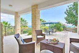 Патио. Кипр, Лачи : Потрясающая вилла с панорамным видом на море, с 3-мя спальнями, с бассейном, солнечной террасой с патио и барбекю, расположена в тихом живописном районе в Latchi