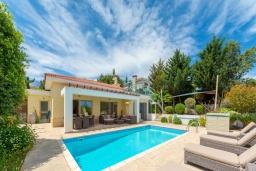 Вид на виллу/дом снаружи. Кипр, Лачи : Роскошная вилла с террасой на крыше с lounge-зоной и потрясающим видом на Средиземное море, с 3-мя спальнями, с бассейном,  расположена в 150 метрах от пляжа Souli Beach