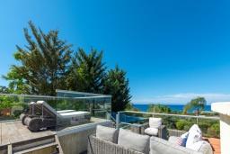 Терраса. Кипр, Лачи : Роскошная вилла с террасой на крыше с lounge-зоной и потрясающим видом на Средиземное море, с 3-мя спальнями, с бассейном,  расположена в 150 метрах от пляжа Souli Beach