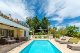 Бассейн. Кипр, Лачи : Роскошная вилла с террасой на крыше с lounge-зоной и потрясающим видом на Средиземное море, с 3-мя спальнями, с бассейном,  расположена в 150 метрах от пляжа Souli Beach