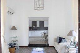 Спальня. Кипр, Ларнака город : Традиционная вилла с 3-мя спальнями, с бассейном, тенистой террасой с патио и барбекю, расположена в самом сердце Ларнаки