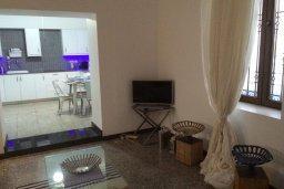 Гостиная. Кипр, Ларнака город : Традиционная вилла с 3-мя спальнями, с бассейном, тенистой террасой с патио и барбекю, расположена в самом сердце Ларнаки
