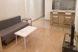 Студия (гостиная+кухня). Кипр, Центр Лимассола : Уютная студия расположена в престижном комплексе в районе Старого города