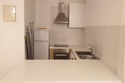 Кухня. Кипр, Центр Лимассола : Уютная студия расположена в престижном комплексе в районе Старого города