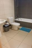 Ванная комната. Кипр, Центр Лимассола : Уютная студия расположена в престижном комплексе в районе Старого города