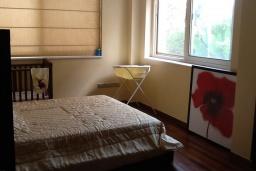 Спальня 2. Кипр, Лачи : Вилла с прямым выходом к морю, с 4-мя спальнями, 4-мя ванными комнатами, с бассейном, хамамом, солнечной террасой с барбекю, расположена в самом живописном месте в деревушке Latchi