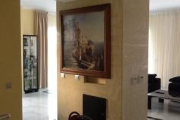 Гостиная. Кипр, Лачи : Вилла с прямым выходом к морю, с 4-мя спальнями, 4-мя ванными комнатами, с бассейном, хамамом, солнечной террасой с барбекю, расположена в самом живописном месте в деревушке Latchi
