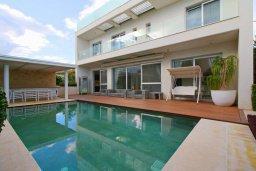 Вид на виллу/дом снаружи. Кипр, Св. Рафаэль Лимассол : Вилла с 5-ю спальнями, с бассейном, тренажерным залом, тенистой террасой с патио и уличным баром, расположена около пляжа Le Meridien Beach