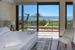Спальня. Кипр, Ионион - Айя Текла : Вилла на берегу моря с просторным зелёным садом, с 3-мя спальнями, с бассейном, тенистой террасой с патио и барбекю