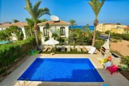 Территория. Кипр, Каппарис : Вилла с видом на море, с 3-мя спальнями, с бассейном, тенистой террасой с патио и каменным барбекю, расположена в 150 метрах от пляжа Malama Beach
