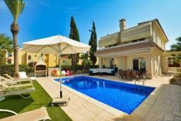 Вид на виллу/дом снаружи. Кипр, Каппарис : Вилла с видом на море, с 3-мя спальнями, с бассейном, тенистой террасой с патио и каменным барбекю, расположена в 150 метрах от пляжа Malama Beach