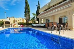 Бассейн. Кипр, Каппарис : Вилла с видом на море, с 3-мя спальнями, с бассейном, тенистой террасой с патио и каменным барбекю, расположена в 150 метрах от пляжа Malama Beach