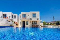 Вид на виллу/дом снаружи. Кипр, Си Кейвз : Вилла с 4-мя спальнями, с бассейном, настольным теннисом, тенистой террасой с патио и барбекю, расположена в районе Sea Caves