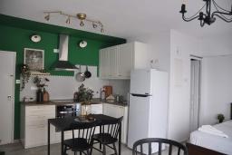 Студия (гостиная+кухня). Кипр, Ларнака город : Студия с видом на Средиземное море, расположена в 50 метрах от набережной Ларнаки и недалеко от пляжей Finikoudes и Mackenzie Beach