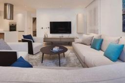 Гостиная. Кипр, Центр Лимассола : Шикарная вилла на берегу моря, с 4-мя спальнями, с бассейном и солнечной террасой с патио