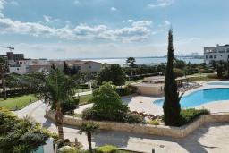 Вид на море. Кипр, Центр Лимассола : Апартамент с видом на Средиземное море, с 2-мя спальнями, 2-мя просторными балконами, расположен в комплексе с бассейном, барбекю, spa и фитнес-центром