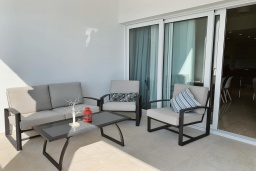 Балкон. Кипр, Центр Лимассола : Апартамент с видом на Средиземное море, с 2-мя спальнями, 2-мя просторными балконами, расположен в комплексе с бассейном, барбекю, spa и фитнес-центром
