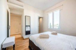 Спальня. Кипр, Центр Лимассола : Апартамент с видом на Средиземное море, с 2-мя спальнями, 2-мя просторными балконами, расположен в комплексе с бассейном, барбекю, spa и фитнес-центром