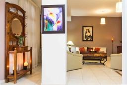 Гостиная. Кипр, Лисос : Каменная вилла с видом на Средиземное море и горы, с 5-ю спальнями, 4-мя ванными комнатами, с бассейном, беседкой с патио и традиционным барбекю