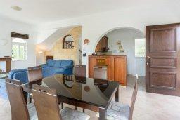 Обеденная зона. Кипр, Нео Хорио : Вилла с видом на море, с 3-мя спальнями, с бассейном, тенистой террасой с патио и барбекю, расположена недалеко от пляжа Neo Chorio 2 Beach