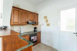 Кухня. Кипр, Нео Хорио : Вилла с видом на море, с 3-мя спальнями, с бассейном, тенистой террасой с патио и барбекю, расположена недалеко от пляжа Neo Chorio 2 Beach