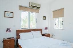 Спальня. Кипр, Нео Хорио : Вилла с видом на море, с 3-мя спальнями, с бассейном, тенистой террасой с патио и традиционным каменным барбекю, расположена недалеко от пляжа Neo Chorio 2 Beach