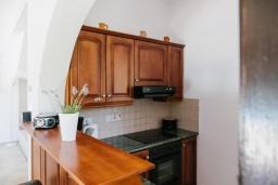 Кухня. Кипр, Нео Хорио : Вилла с видом на море, с 3-мя спальнями, с бассейном, тенистой террасой с патио и традиционным каменным барбекю, расположена недалеко от пляжа Neo Chorio 2 Beach