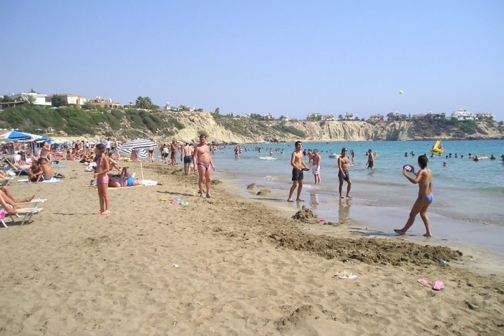 Пляж Kissonerga Beach в Пафосе