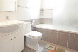 Ванная комната. Кипр, Пернера Тринити : Двухэтажная вилла  с двумя спальнями, с замечательным зелёным садом  и  частным бассейном и солнечной террасой