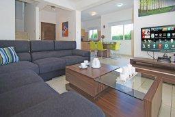 Гостиная. Кипр, Пернера Тринити : Двухэтажная вилла с 3-мя спальнями, с плавательным бассейном, зелёным садом и чудесным патио