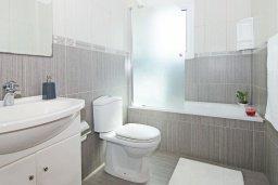 Ванная комната. Кипр, Пернера Тринити : Двухэтажная вилла с 3-мя спальнями, с плавательным бассейном, зелёным садом и чудесным патио