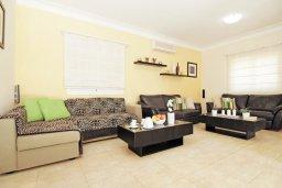 Гостиная. Кипр, Фиг Три Бэй Протарас : Уютная двухэтажная вилла с 3-мя спальнями, с частным бассейном, патио и барбекю, расположена в центре Протараса