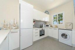 Кухня. Кипр, Сиренс Бич - Айя Текла : Уютная и оборудованная двухэтажная вилла с 3-мя спальнями, с большим бассейном, патио  и великолепным видом на море
