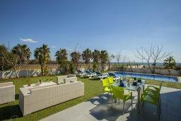 Территория. Кипр, Сиренс Бич - Айя Текла : Уютная и оборудованная двухэтажная вилла с 3-мя спальнями, с большим бассейном, патио  и великолепным видом на море