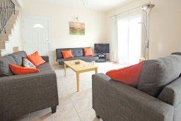 Гостиная. Кипр, Коннос Бэй : Комфортабельная двухэтажная вилла с 3-мя спальнями, с открытым бассейном, садиком и BBQ