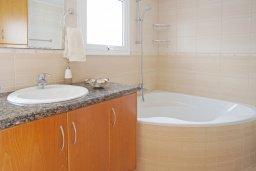 Ванная комната. Кипр, Коннос Бэй : Комфортабельная двухэтажная вилла с 3-мя спальнями, с открытым бассейном, садиком и BBQ