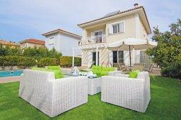 Фасад дома. Кипр, Фиг Три Бэй Протарас : Восхитительная двухэтажная вилла на побережье с 3-мя спальнями, красивым садом с патио, бассейном и барбекю