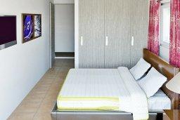 Спальня. Кипр, Нисси Бич : Современная стильная двухэтажная вилла с 4-мя спальнями, с барбекю и большим бассейном